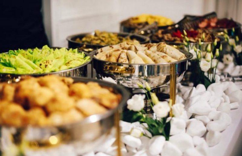 קייטרינג VS דוכני מזון – מה מתאים יותר לבר מצווה?